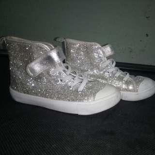 sepatu anak merk h&m size 28