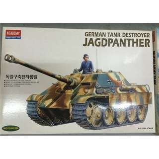 1/25th Motorized WW2 German Jagdpanther I Tank Destroyer (Made in Korea)