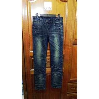 🚚 深藍刷色牛仔長褲