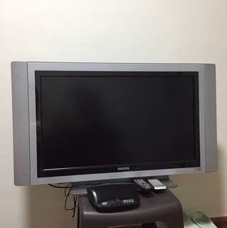 32' widescreen flat TV with DHD receiver