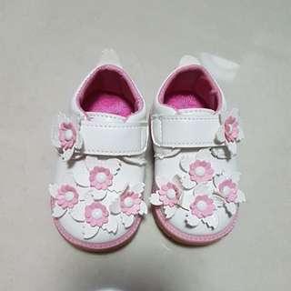Pre-walker shoe