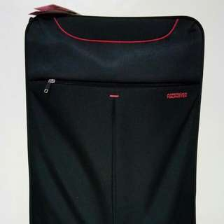 American tourister luggage color black