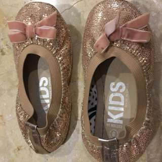 Sepatu pesta pink