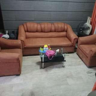 sofa set!for sale 8k .....!......