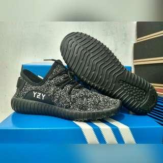 Adidas Yezzy - Black