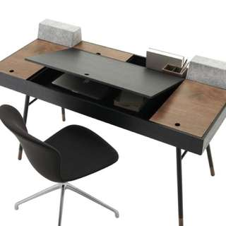 Cupertino Desk by BoConcept