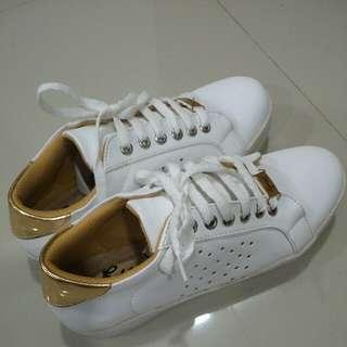 Sepatu Sneakers Wanita Ukuran 36 Putih Kulit Sintetis