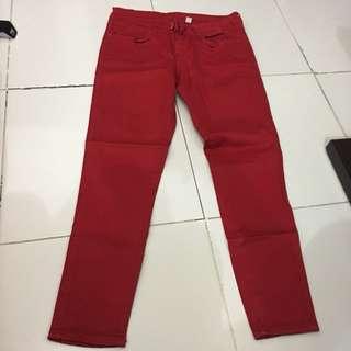 Celana jeans merah