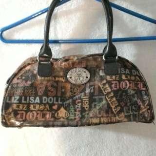 🚚 二手,便宜賣,第一個日本年輕人喜歡的包,含運費只要$150。第二個皮的包包含運費$200。