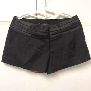 [二手八成新] Brown Sugar 黑色條紋褲頭百褶設計低腰西裝短褲