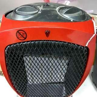 陶瓷暖爐一個,操作正常