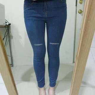 刷破淺藍牛仔褲
