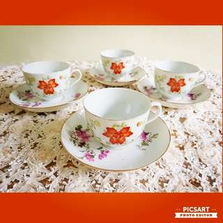 Very Rare Vintage Hand-Painted Jiang Xi Cups and matching Saucers with Floral Motif and Gold Rims. Not necessarily part of a set. Good Condition, no chip no crack. All 5 cups + 5 saucers for $35 clearance offer. Sms 96337309.