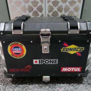 Motorcycle aluminium top box