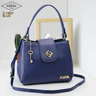 BRAND FOSSIL TYPE: 1997 QUALITY: SEMPREM MATRIAL: KULIT KATAGORI: LADY SIZE: 26x20x13cm COLOUR: BLACK, BLUE, RED, PINK, APRICOT & BROWN WEIGHT: 0,8KG