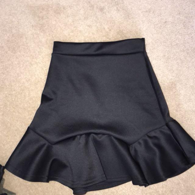 2x mini skirts