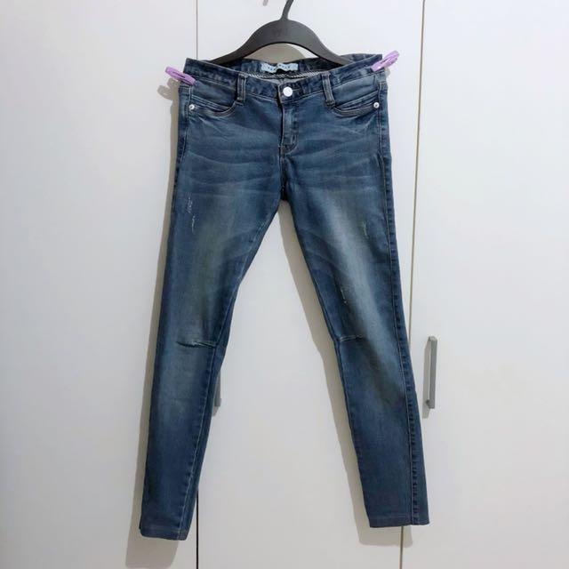 膝蓋車線設計牛仔褲