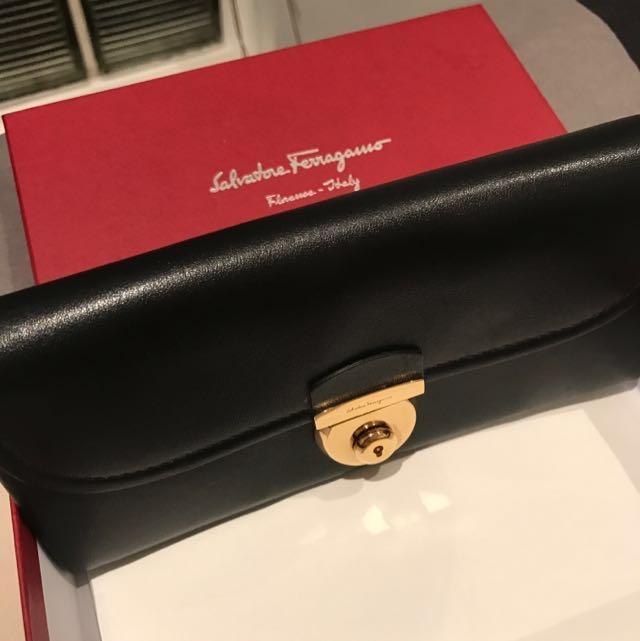 Feragamo wallet