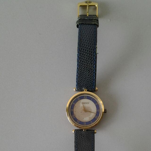 Gucci watch (old & not working)
