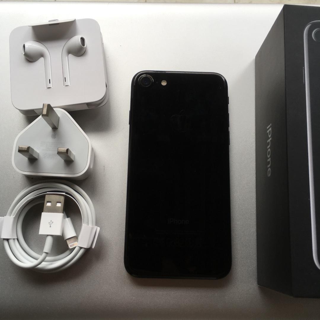 iPhone 7 128gb Jet Black Garansi Resmi Apple care sampai April 2019