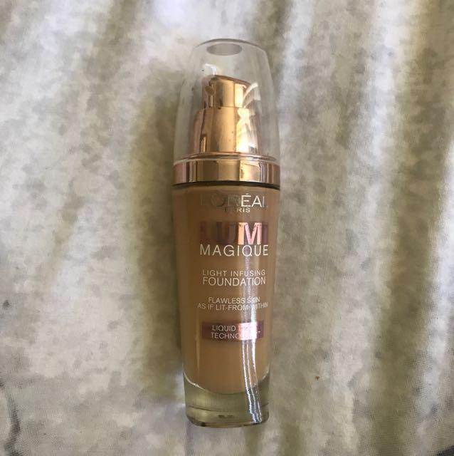 L'Oréal Paris lumi magique foundation gold linen