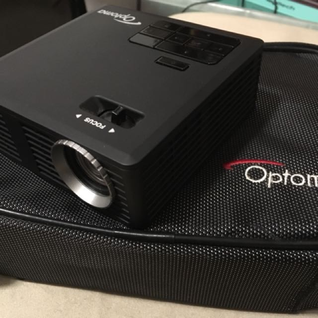 Optoma ML750 portable LED Projector