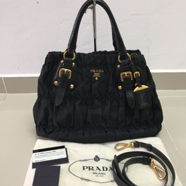 8a647bbe3116e7 ... canada prada gaufre tessuto nylon authentic luxury bags wallets on  7b308 bc5da