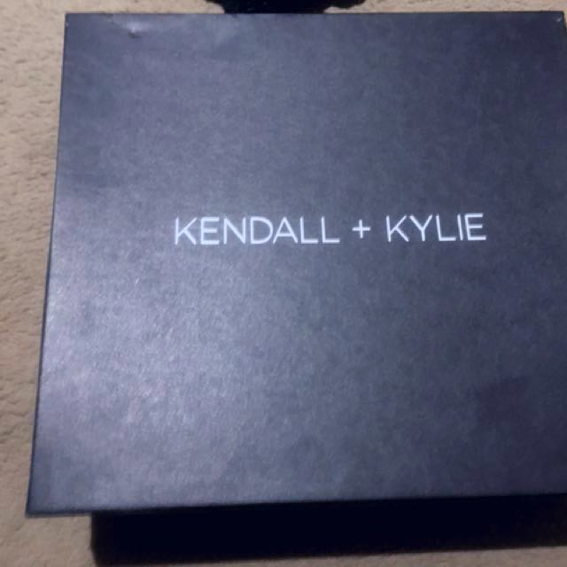 SIZE 9 - KENDALL + KYLIE