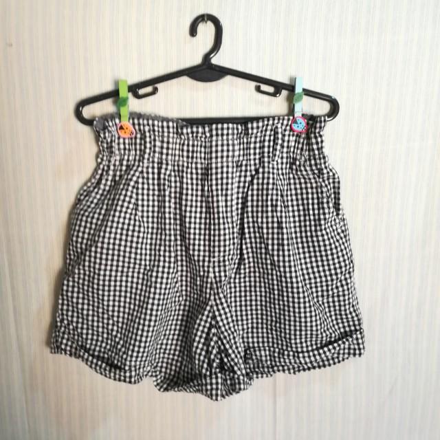 Uniqlo gingham hw shorts