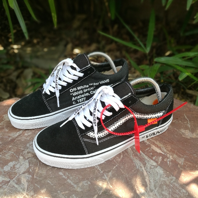 2a373f6876a Vans Old Skool x Off-White (Custom)