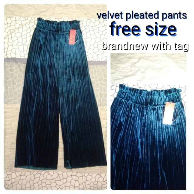 Velvet pleated pants