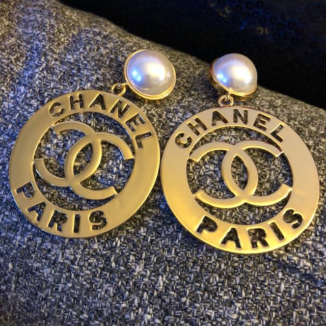 Vintage Coco Chanel big pearl clipon earrings