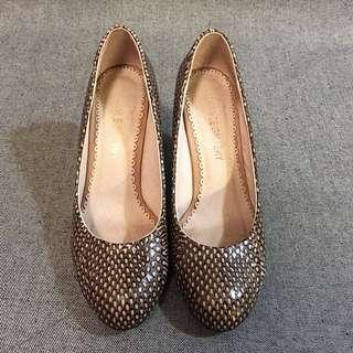 Elegance Gallery 圓頭蛇皮有踭高踭鞋