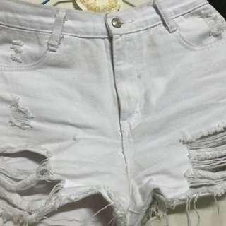 🚚 白破褲短褲