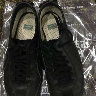 Onitsuka tiger all black