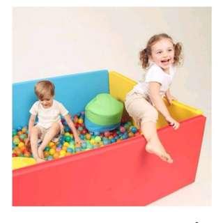 Foldaway playmat playpen