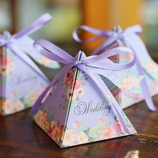 EB18031 PYRAMID CARD PAPER FAVOR BOX