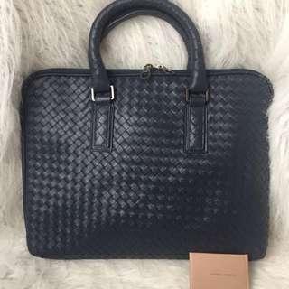 Im selling Authentic Bottega Veneta pure leather laptop/office bag.