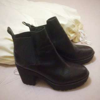 Boots stacato