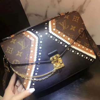 Louis Vuitton pochette metis LE