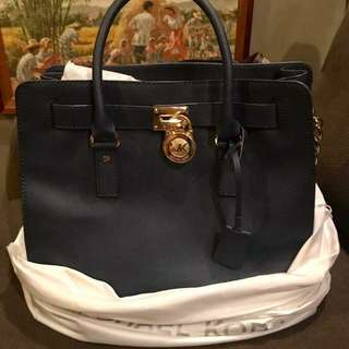 101% authentic luxury bag.message me for details