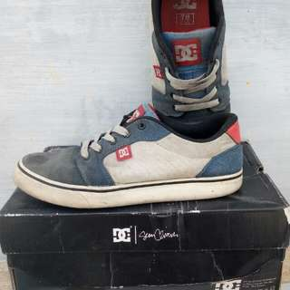 DC shoes skateboard