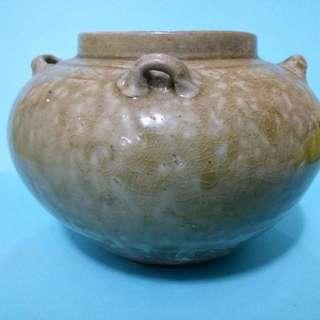 代青釉四系罐,口沿有小磕。