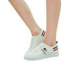 Sepatu Kets Kumis