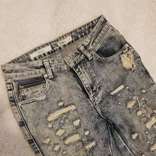 Wrangler | distressed jeans | 7