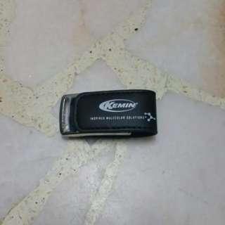 KEMIN - 8 GB Flash Drive (Thumb Drive)