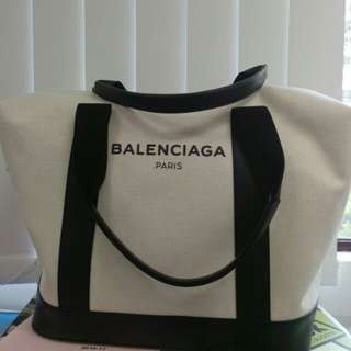 Balenciaga Logo Graphic Duffel Bag in White