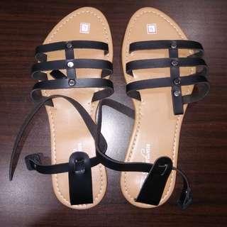 Black sandals size 9