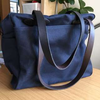 Filson tote with zipper
