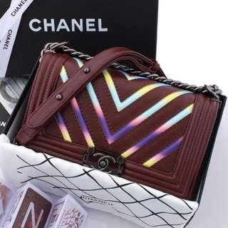 Chanel Boy Iridescent Chevron Include BOX  M3848 / 9066 Sz 25x14x9  Quality SemiPLATINUM 1:1 (Kualitas Mirip PREMIUM)-1,1Kg Include Chanel Box, Certificate,  Ribbon & PremiumDustbag Quality TERJAMIN!!!